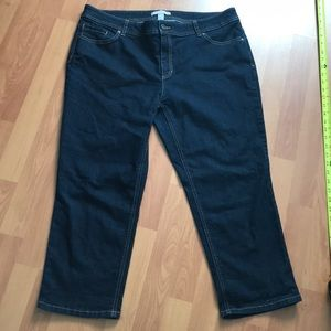 Chico's cropped dark blue jeans